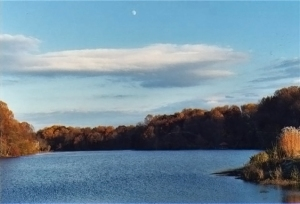 moon-over-lake